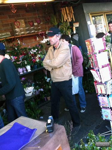 hugh laurie buying Цветы in los angeles, February 14, 2011