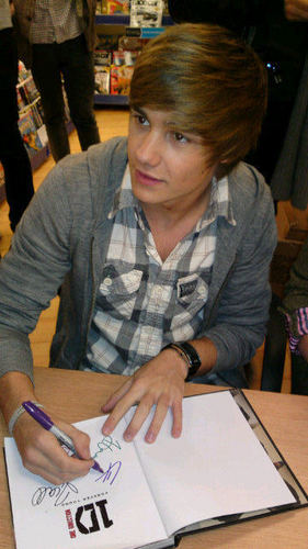 Goregous Liam (Book Signing!) I Can't Help Falling In 愛 Wiv Liam 100% Real :) x