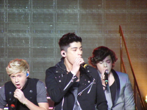 Irish Cutie Niall, Sizzling Hot Zayn & Flirty Harry (Live Tour!) 100% Real :) x