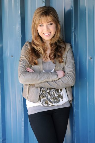 Jennette McCurdy Обои possibly with an outerwear, a box coat, and a hip boot titled Jennette McCurdy