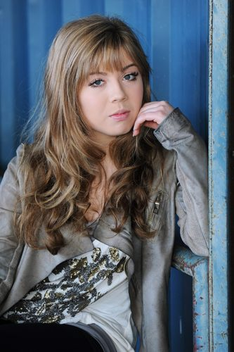 Jennette McCurdy Обои containing a well dressed person and a portrait called Jennette McCurdy