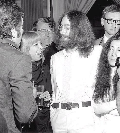Nanette Workman Et Johnny Hallyday >> John and Yoko images John, Yoko and Maureen wallpaper and background photos (19471422)