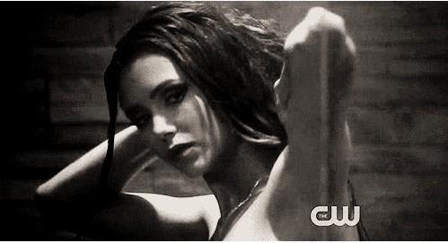 Katherine in damon's dusche