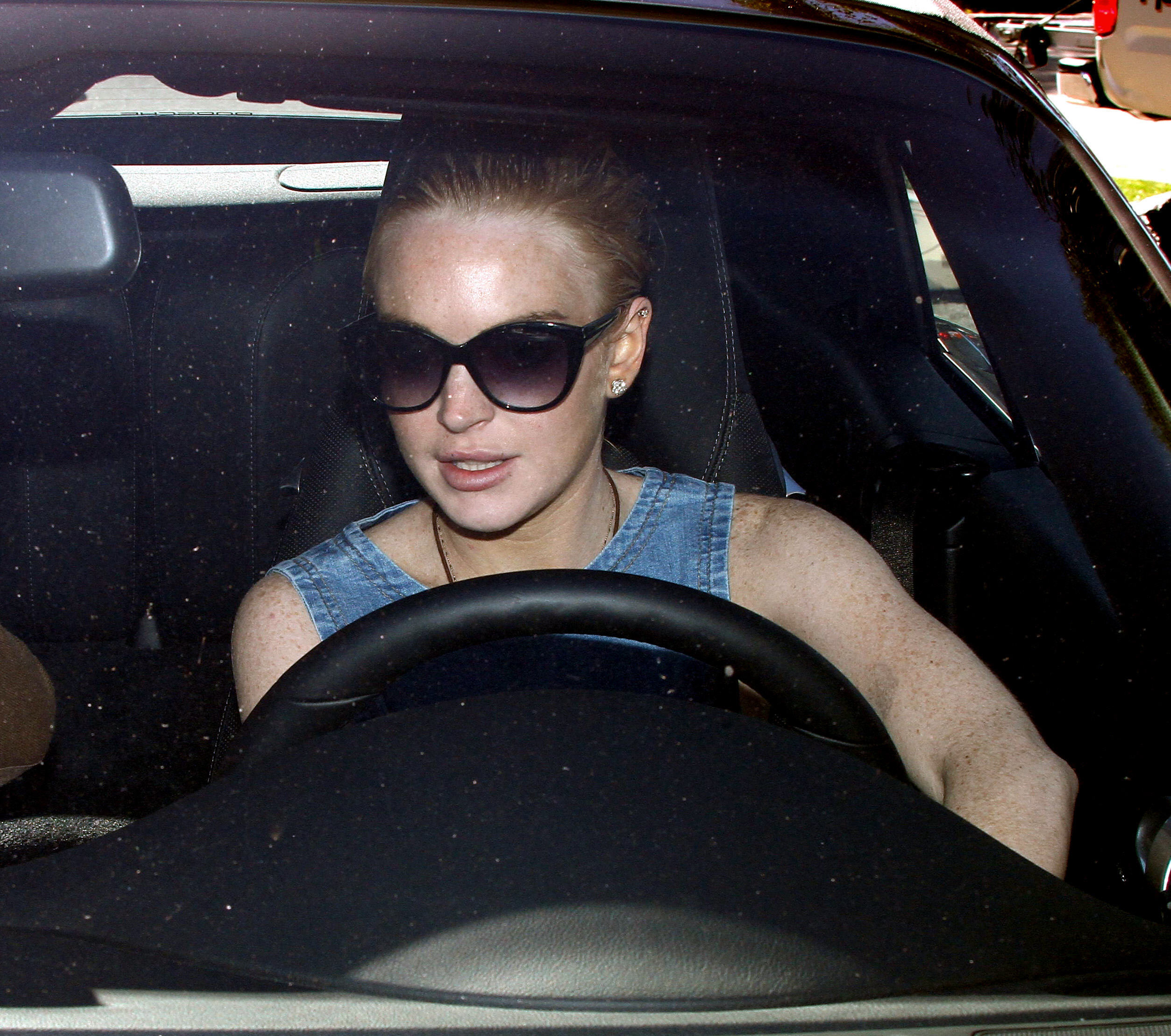 Lindsay Lohan 2011-02-17 - out in Beverly Hills