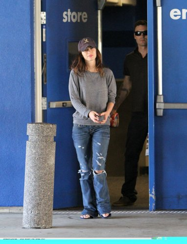Megan fox, mbweha in Studio City (FEB 14)