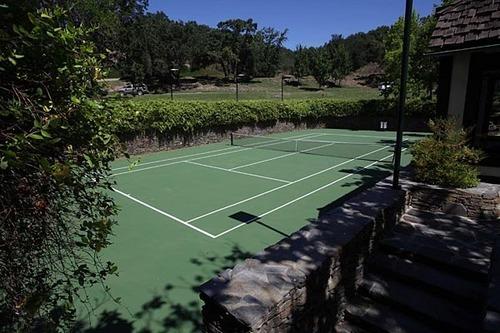 Neverland house 테니스 court