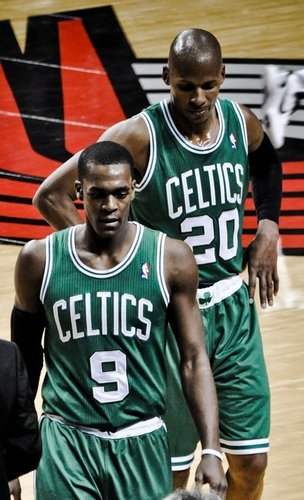 Rajon Rondo Hintergrund with a basketball, a basketball player, and a dribbler titled Rajon Rondo