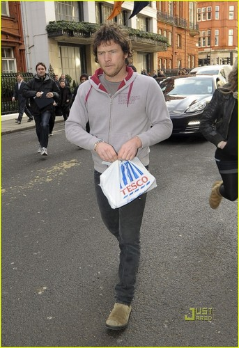 Sam Worthington is Loving Londres