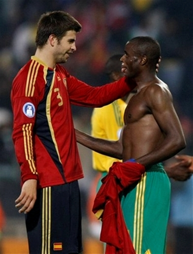 Spain's Pique exchange words with a Bafana