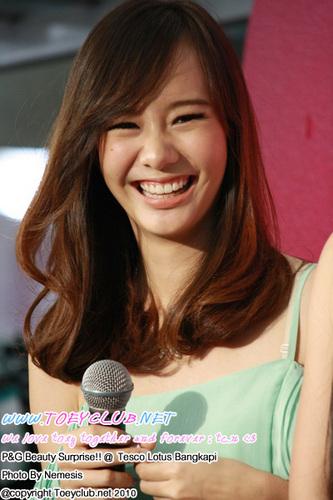 Toey(Jarinporn) smiles: Thailand