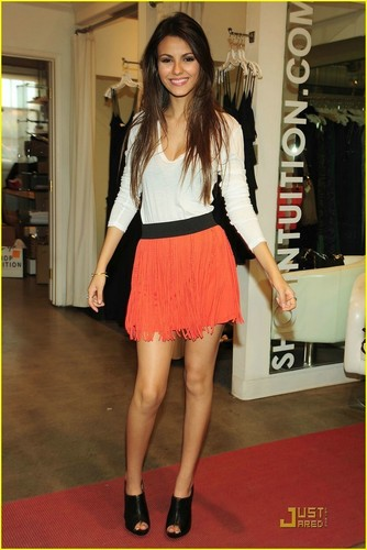Victoria Justice wallpaper possibly containing bare legs called Victoria Justice