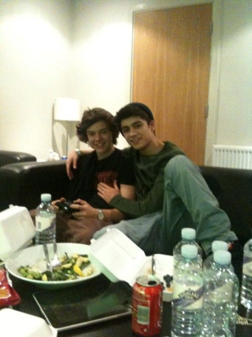 Zarry Bromance (Chilaxing) I Can't Help Falling In Love Wiv Zarry 100% Real :) x