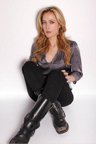 Gillian Anderson wolpeyper containing a hip boot called gillian anderson