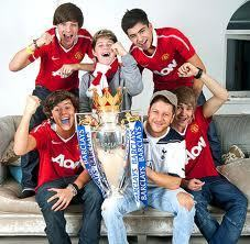 One Direction wallpaper possibly containing a sign and a drawing room called i love one direction but i hate man u!