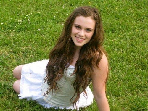 Caitlin(;