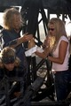 Heath Ledger, Emile Hirsch & Catherine Hardwicke - lords-of-dogtown photo