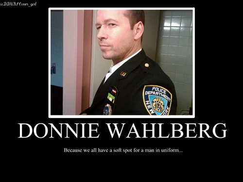Donnie Wahlberg wallpaper with a green beret, battle dress, and fatigues entitled Donnie <3