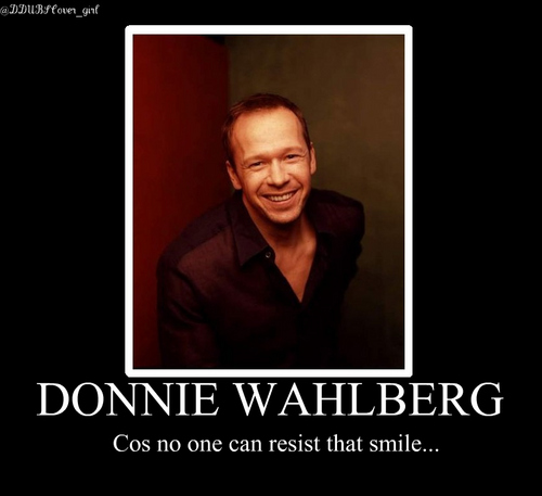 Donnie Wahlberg Hintergrund probably containing a portrait entitled Donnie <3