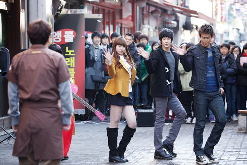 Dream High wallpaper with a business suit and a street titled Dream High