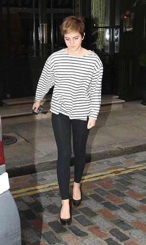 Emma Leaving a hotel in ロンドン - 22.02.2011