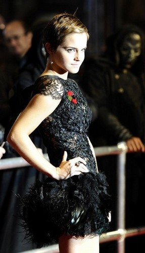 Emma Watson (HP7 Prem) Pt8