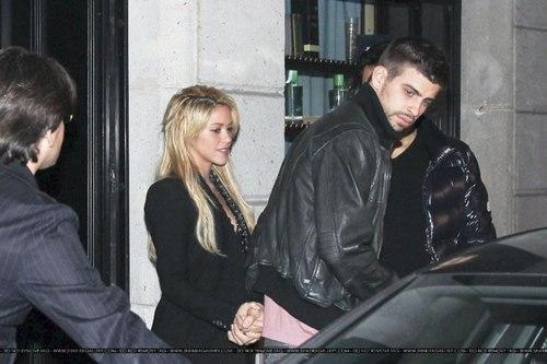 Gerard Piqué Shakira and brother