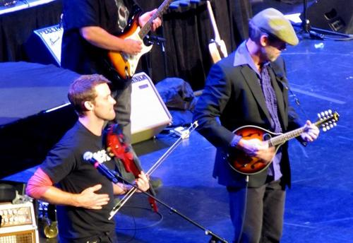 Hugh Laurie & Jesse Spencer at Niagara Falls concerto