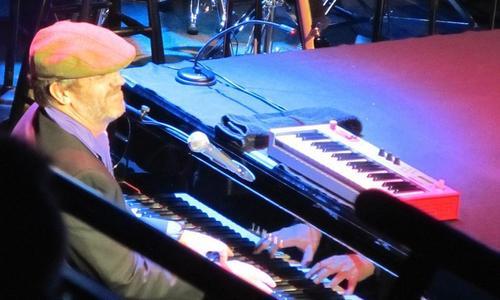 Hugh Laurie at Niagara Falls concerto