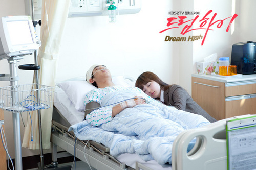 Dream High Обои probably containing a bedroom and a living room called Hye Mi & Sam Dong