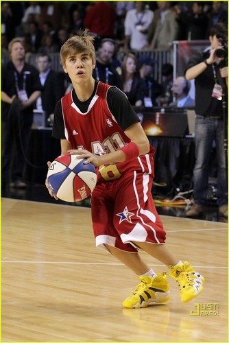 Justin Bieber: NBA All-Star Game with Rihanna!
