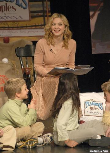 "madonna @ the ""Mr. Peabody's Apples"" Promotion"