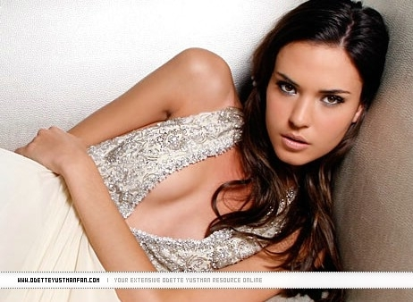 Vampire Diaries Books wallpaper probably with a dinner dress, attractiveness, and a portrait called Meredith Sulez