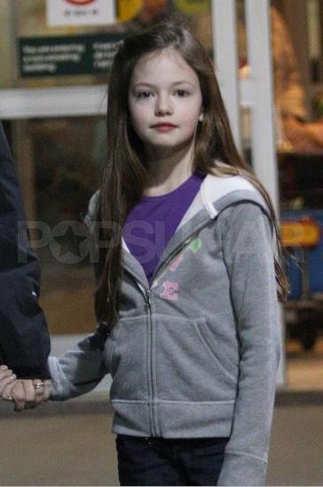 thêm các bức ảnh Of Mackenzie Foy Arriving In Vancouver!