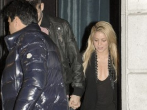 Piqué hand in hand with Shakira