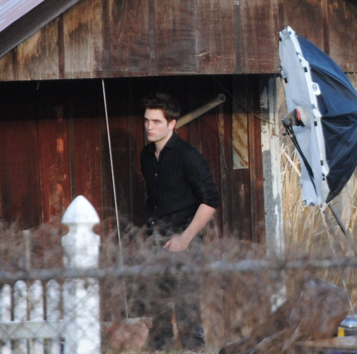 Rob on the set of his new 'Vanity Fair' Photoshoot (Feb. 7, 2011)