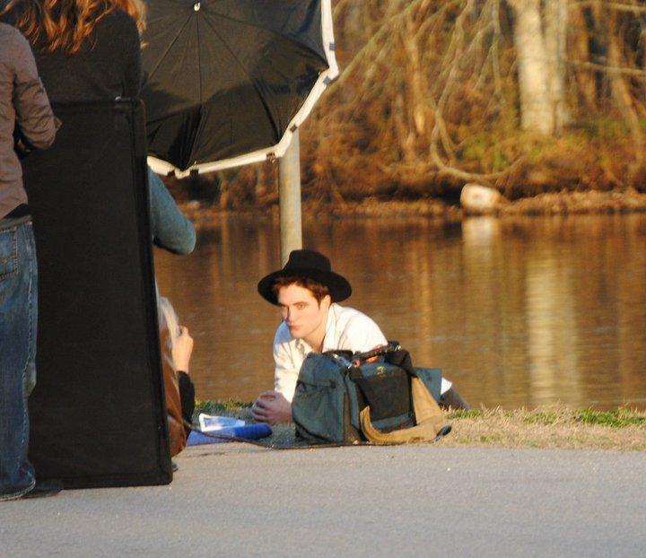 Rob on the set of his new 'Vanity Fair' Photoshoot (Feb. 7, 2011)
