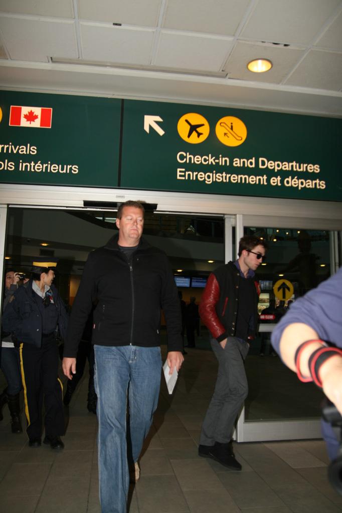 Robert Pattinson arriving in Vancouver
