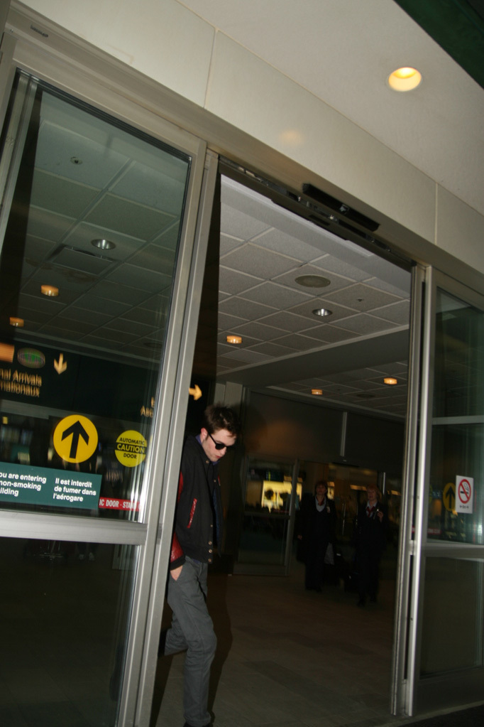 Robert Pattinson arriving in Vancouver