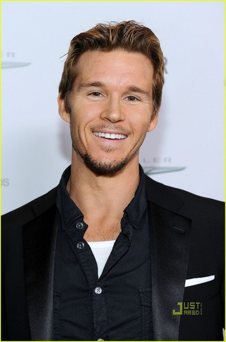 Ryan Kwanten & Grey Damon: Fighter mga kaibigan