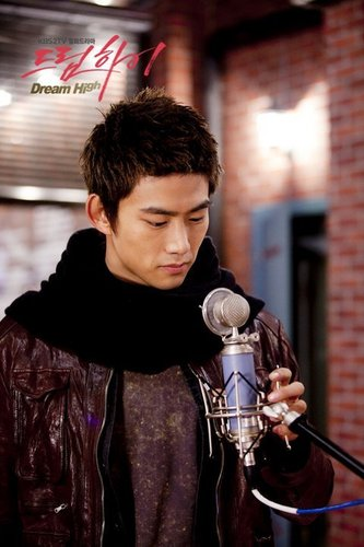 Dream High wallpaper entitled Taecyeon as Jin Gook / Hyun Shi Hyuk