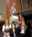 The Runaways in 1977 - the-runaways photo