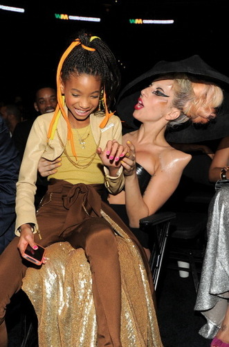 Willow Smith 壁纸 possibly containing a 街, 街道 called Willow & Lady Gaga