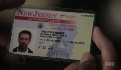 Dr. Gregory House kertas dinding called Wrong DOB on House's Driver License