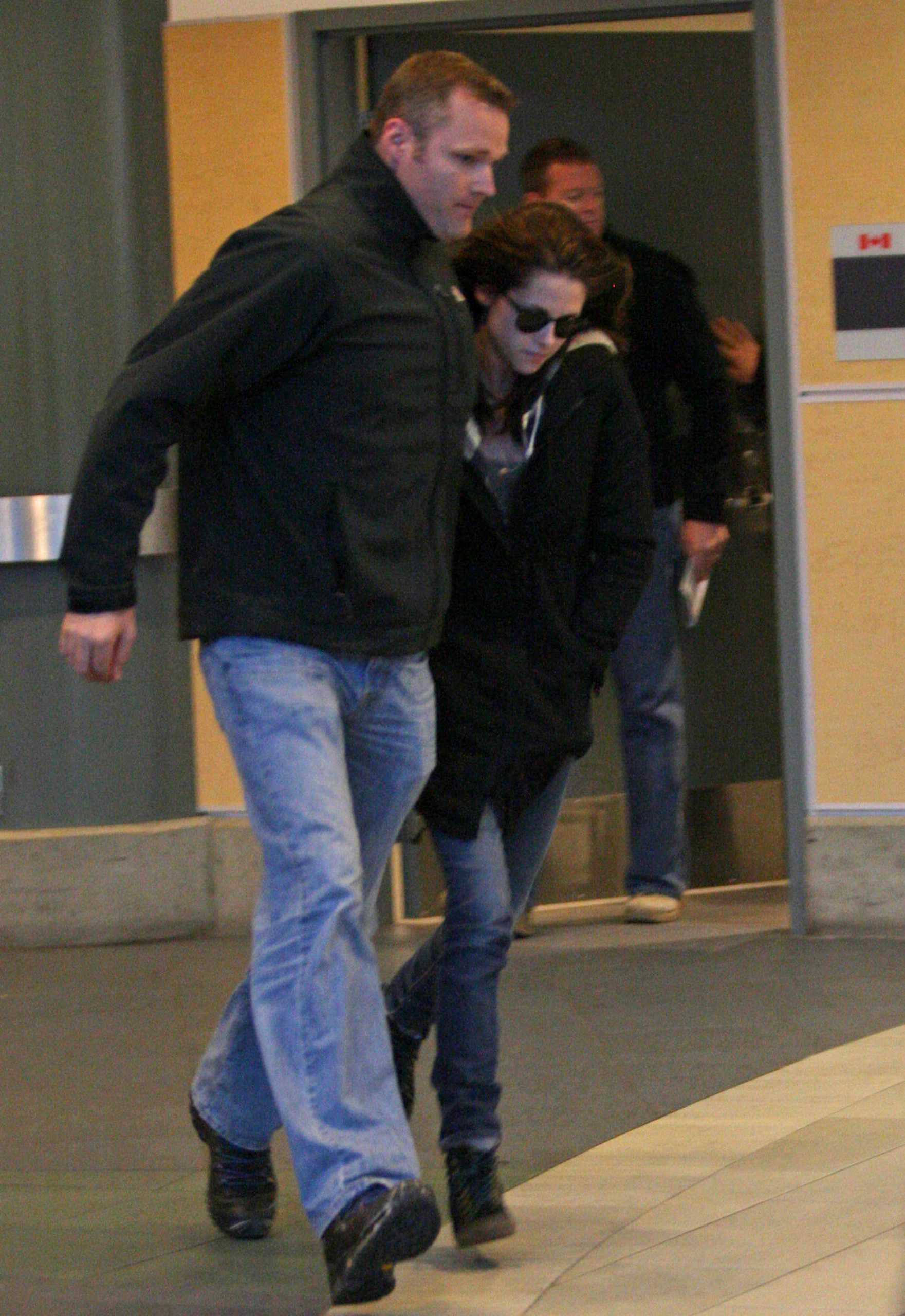 first picture of Kristen arriving in Vancouver