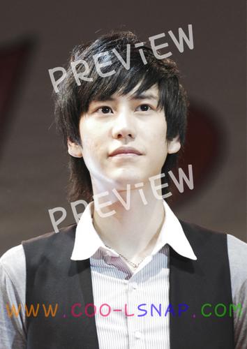 تصویر in photobook سے طرف کی Thai E.L.F
