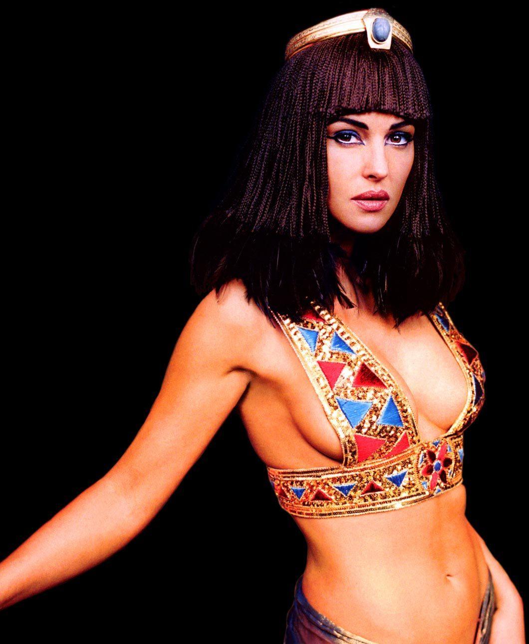 Monica Bellucci Cleopatra