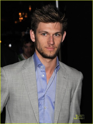 Alex Pettyfer: 'Beastly' Premiere During nyumbani Fire!