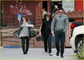Alexander Skarsgard: plancha Cafe with Mom & Bro!