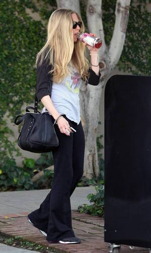 Amanda outside the Kate Sommerville Salon in West Hollywood (23rd February 2011).