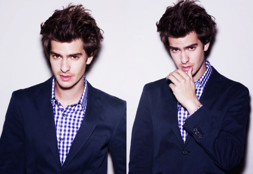 Andrew Garfield karatasi la kupamba ukuta with a suit and a business suit called Andrew Garfield